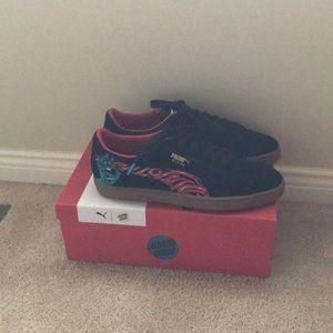 4b5c13de0b11 Puma Shoes - Puma Suede Classic x Santa Cruz